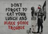 Eat your lunch fotobehang Banksy