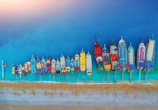 Kleurrijke bootjes fotobehang strand